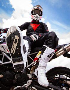 Bike Suit, Motorcycle Suit, Motorcycle Leather, Biker Leather, Motocross Outfits, Motocross Gear, Mx Boots, Dirt Bike Quotes, Jaguar