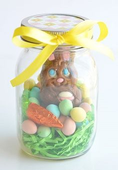 These mason jar Easter gifts are SO EASY and they& so cute! This is such a fun and simple Easter gift idea for your kids, grandkids, friends and coworkers and such an adorable way to give a chocolate bunny! Easter Candy, Easter Gift, Easter Crafts, Easter Ideas, Easter Snacks, Easter Brunch, Easter Decor, Easter Recipes, Happy Easter