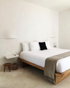 Good-looking contemporary bedroom furniture Bedroom Layouts, Bedroom Sets, Home Bedroom, Bedroom Furniture, Bedroom Decor, Master Bedroom, Master Suite, Bedding Sets, Bedroom Plants