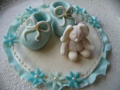 vauvan tossu sokerimassasta - Google-haku Fondant Baby Shoes, Shoe Template, Haku, Decorative Plates, Sugar, Cookies, Desserts, Recipes, Decorations