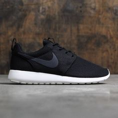 Nike Men Roshe One (black / white)