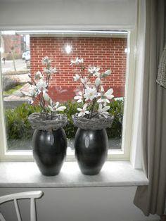 Blomkje en Wenje: Creatief met bloemen Zen Wedding, Ramen, Windows, Interior Design, Ideas, Flower Arrangements, Fake Flowers, Diy, Nest Design