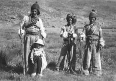 Assyrian !!!!?? They fully dressed Kurdish dresses how they can be Assyrian gypsy Photo Album - Assyrian RAF Levies