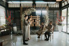 Dreamy Cream and White Bali Wedding Wedding Backdrop Design, Ceremony Backdrop, Tea Ceremony, Ceremony Decorations, Chinese Wedding Decor, Oriental Wedding, Traditional Chinese Wedding, Bali Wedding, Post Wedding