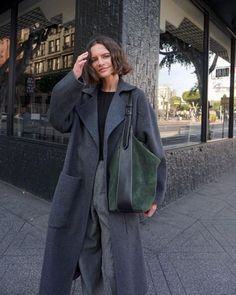 Love this grey coat parisian chic style, korean fashion, fashion mode, womens fashion Womens Fashion For Work, Trendy Fashion, Korean Fashion, Boho Fashion, Fashion Styles, Parisienne Chic, Fashion Gone Rouge, Fashion Mode, Fashion Studio