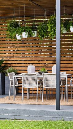It's good to have a beautiful backyard where you can have a quality time with your family & friends. But there is nothing more important than privacy and intimacy in our lives. Check out these DIY outdoor privacy screen ideas. Outdoor Areas, Outdoor Rooms, Outdoor Dining, Outdoor Decor, Privacy Screen Outdoor, Privacy Screens, Backyard Layout, Garden Screening, Screening Ideas