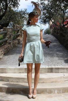 Buenos días chic@s!!! A una novia loca le encanta la moda y como no aquí están las invitadas perfectas ¿Cuál es la mejor vestida? 1. 2. 3. 4. 5. 6. ****¿Eres una loca de la joyas? Vota el mejor anillo: