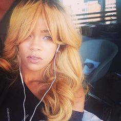 rihanna-golden-blonde-hair