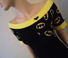 Batman Off Shoulder Top Medium by radrocket on Etsy omg i need this but largge I Am Batman, Batman Stuff, Batman Shirt, Geek Fashion, Womens Fashion, Fashion Basics, Vetement Hip Hop, Moda Geek, Estilo Geek