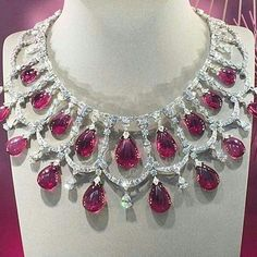 Divine ruby and diamond necklace by Van Cleef & Arpels Enchanting necklace. Most expensive gift. Royal Jewelry, Ruby Jewelry, High Jewelry, Turquoise Jewelry, Diamond Jewelry, Gold Jewellery, Faberge Eier, Ruby And Diamond Necklace, Expensive Gifts
