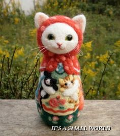 Needle felted cat by Japanese felting artist Rika Fujimoto. Needle Felted Cat, Needle Felted Animals, Felt Animals, Art Textile, Felt Cat, Felting Tutorials, Cat Doll, Cat Crafts, Little Doll