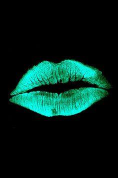 Negro – About Lips Lip Wallpaper, Cellphone Wallpaper, Wallpaper Backgrounds, Iphone Wallpaper, Wallpaper Space, Wallpaper Corazones, Green Lips, Hot Pink Lipsticks, Pink Lip Gloss