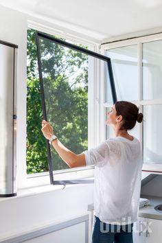 Unilux Inklemhor. Ideaal voor een draaikiep-raam. Klemt zich vast door veerclips, dus kan zonder schroeven worden gemonteerd. French Doors With Screens, Caravan, Ramen, Relax, Windows, Business, Creative, House, Aluminium Windows