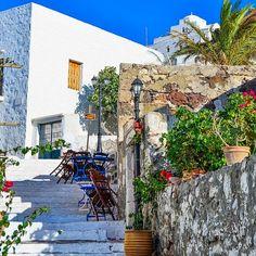 Milos Island/Plaka - Cyclades/Greece Photo by: instagram @m_n_s_2014 #milos #milosisland #milos_island #milosphenomenon #aegean #cyclades #hellas #greece #grecia #grekland #bestisland #visitgreece #visit_greece #vacations #travel #holidays #cyclades_islands #greekislands #griechenland #reasonstovisitgreece #travel_greece #plaka #colors #tradition #church Visit Greece, Greek Islands, Greece Travel, Vacations, Castle, Holidays, Traditional, Architecture, Colors