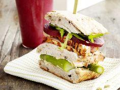 Broodje met gegrilde kalkoen en hummus - Libelle Lekker!