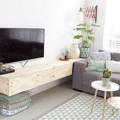 Eindelijk kan ik ook dit deel van ons huis eens met jullie delen! Tv kast is…