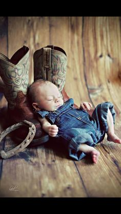 Cute country newborn baby photo :)