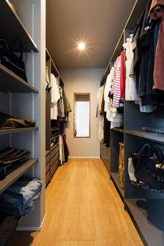 クローゼット Diy Paper Crafts diy halloween crafts with paper Walk In Wardrobe, Walk In Closet, Master Closet, Closet Bedroom, Closet Vanity, Loft Storage, Ikea Pax, Natural Interior, Modern Bedroom Design