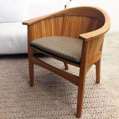 Cadeira Luna criada por Carlos Motta para Etel, com assento em couro feito com a nossa trama Tressê Catavento - Elisa Atheniense Home. Um projeto especial para o Arquivo Contemporâneo, no Rio de Janeiro.