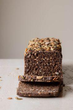 Surdejs softkerne rugbrød | Rye bread with lots of seeds and levain
