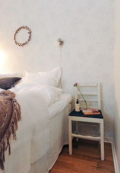 beautiful soft wallpaper and textiles
