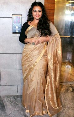 Bollywood Sarees Online, Bollywood Suits, Bollywood Dress, Bollywood Fashion, Indian Wife, Indian Girls, Desi Bhabi, Vidya Balan, Party Wear Dresses