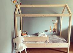 Supergaaf peuterbed. Zoals op de foto is afgebeeld heeft de maat 70x150cm. Manowoods.nl Baby Bedroom, Kids Bedroom, Bedroom Decor, Kid Beds, Bunk Beds, Double Room, Kidsroom, Boy Room, Baby Kids
