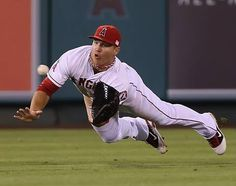 Angels of Anaheim, Mike Trout too bad he didn't make the catch, jk. new favorite angels player Clemson Baseball, Baseball Uniforms, Alabama Football, College Football, American Football, Softball, Angels Baseball, Baseball Cards, Baseball Stuff