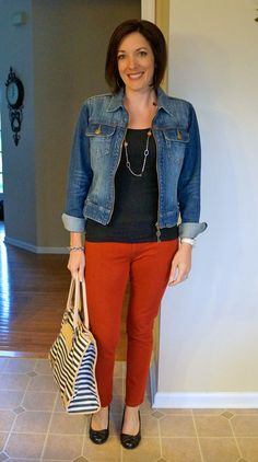 65 Super Ideas How To Wear Red Pants Casual Colored Jeans Red Jeans Outfit, Jeans Outfit Winter, Red Pants, Winter Outfits, Casual Outfits, Fashion Outfits, Mom Outfits, Burgundy Pants, Women's Fashion