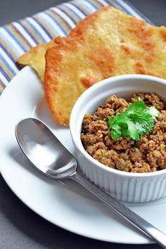 If you're missing Indian samosas now that you've gone Paleo, you should make this delicious deconstructed samosa recipe! If you pair this spiced keema with a grain-free flatbread, you'll be in Indian food heaven! Primal Recipes, Indian Food Recipes, Beef Recipes, Real Food Recipes, Cooking Recipes, Healthy Recipes, African Recipes, Curry Recipes, Paleo Food