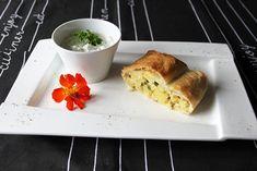 Erdäpfel-Lauch-Strudel - Rezept   GuteKueche.at Bread, Food, Savoury Dishes, Vegetarische Rezepte, Healthy Eating, Breads, Hoods, Meals, Bakeries