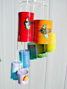 Wind chimes are a simple way to add charm and interest to your outdoor space. The sights and sounds of a wind chime dancing in the breeze can truly take Tin Can Crafts, Diy Crafts For Kids, Kids Diy, Wind Chimes Kids, Carillons Diy, Easy Diy, Sensory Garden, Mobiles, Diy Tutorial