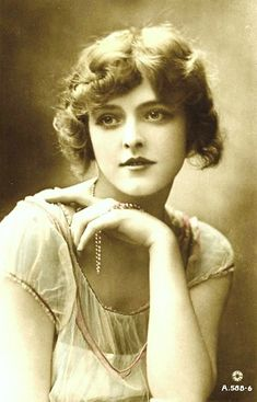 gorgeous photo of a flapper girl