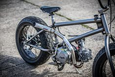The English shop Down & Out is famous for its fat-tired Triumphs. But they've just built something wildly different—a motorized bicycle with a BMX frame. Cafe Racer Bikes, Bmx Bikes, Cool Bikes, Motorized Bicycle, Cruiser Bicycle, Homemade Motorcycle, Bmx Frames, Powered Bicycle, Power Bike