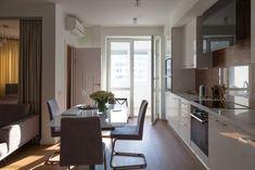 Две комнаты, светлый интерьер истеклянная перегородка между спальней и гостиной Home Kitchens, Divider, Interior Design, Studio, Table, Room, Furniture, Home Decor, Kitchen Ideas