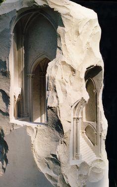 Pequenos espaços talhados em pedra, por Matthew Simmonds