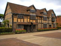Stratford Upon Avon, Warwickshire, England (Shakespeare's house)... I would love to go here some day!