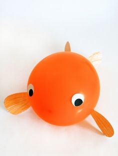 Adorable Balloon Goldfish Craft with Free Printable Template at PagingSupermom.com #goldfish #goldfishparty #fishcraft