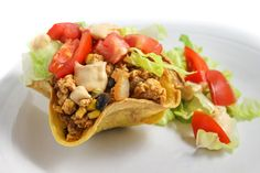 Skinny Tostadas with Baked Tortilla Shells These super yummy tostadas are created using baked tortilla shells instead of the usual deep fried ones. Making your own shells is easier than you think. Just crisp them up in the oven while you pr… Ww Recipes, Light Recipes, Healthy Recipes, Diabetic Recipes, Chicken Recipes, Mexican Dinner Recipes, Mexican Dishes, Weight Watchers Food Points, Tostada Recipes
