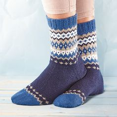 Ravelry: Soxx No. 15 pattern by Kerstin Balke Crochet Socks, Knitting Socks, Knit Crochet, Sock Toys, Winter Socks, Wool Socks, Knitting Charts, Knitting Designs, Knit Patterns
