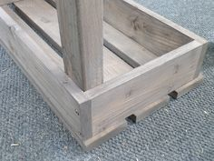 Add extra seating with this beautiful and easy DIY Outdoor Bench! Diy Garden Furniture, Furniture Projects, Wood Projects, Woodworking Projects, Woodworking Equipment, Woodworking Workbench, Woodworking Workshop, Fine Woodworking, Banco Exterior