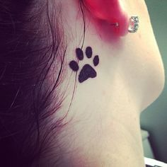 Small Cute Tattoos ideas for girls. Big list of paw design tattoo, finger tattoo design, bow tattoo design & more small tattoo designs listed here. Cat Paw Print Tattoo, Dog Pawprint Tattoo, Skull Hand Tattoo, Print Tattoos, Basic Tattoos, Small Tattoos, Tattoos For Guys, Broken Heart Tattoo, Sacred Heart Tattoos