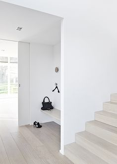 Simple entry nook with wooden floating bench. Project Villa Vagtelvej in Birkerød, Denmark, designed by Thue Krog Andersen of Årstiderne Arkitekter. Hallway Inspiration, Decoration Inspiration, Interior Design Inspiration, Interior Architecture, Interior And Exterior, Entry Nook, Minimalist Interior, Interiores Design, Home And Living