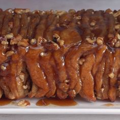 Crave-Worthy Caramel Pecan Stacked Pull-Apart Dessert Bread - Page 2 of 2 - Tastee Recipe Dessert Bread, Dessert Recipes, Sépareur Le Pain, Tastee Recipe, Crescent Roll Recipes, Sticky Buns, Food Videos, Donuts, Cravings
