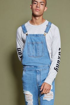 Style Deals - A pair of denim overalls with distressing on the front, a bib… Cute Overalls, Black Overalls, Denim Overalls, Dungarees, Fashion Guys, 90s Fashion, Fashion Outfits, Rachel Green Outfits, Urban Outfits