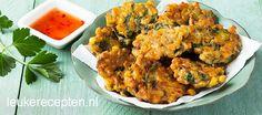Een van mijn favoriete snacks: maiskoekjes op Indische wijze met selderij en kruiden Veggie Recipes, Indian Food Recipes, Asian Recipes, Cooking Recipes, Healthy Recipes, A Food, Good Food, Food And Drink, Yummy Food