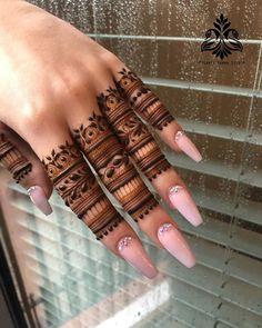 Top Simple Mehndi Designs - Easy-Peasy Yet Beautiful! Finger Mehendi Designs, Back Hand Mehndi Designs, Stylish Mehndi Designs, Mehndi Designs 2018, Mehndi Designs For Girls, Mehndi Designs For Beginners, Mehndi Design Photos, Mehndi Designs For Fingers, Mehndi Designs For Hands