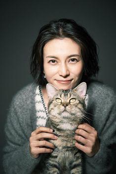 柴咲コウ、芸能活動20周年。初心を忘れない姿勢とチャレンジし続ける勇気に迫るの画像(3/12)です。タマ役のベーコンもすっかり柴咲になついている様子だった Japanese Beauty, Hair Makeup, Actresses, Actors, Celebrities, Lady, Cute, Movies, Animals