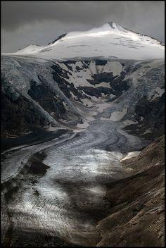 The Pasterze, at approximately 8.4 kilometers (5.2 mi) in length, is the longest glacier in Austria. Grossglockner, Austria