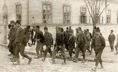 Мобилизација, 1914. године. Serbian men responding to military draft, Serbia 1914